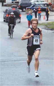 2001 Mill Bay 10K - Steve Osaduik in the Home Stretch