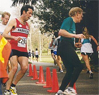 2001 UVic 5K - Simon Timmer and Sandy Stewart chase Barbora Brych