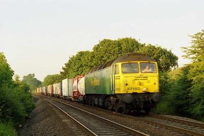 47150 passes Kirkthorpe with 4L64 2010 Leeds - Tilbury Intermodal (??/07/2001)