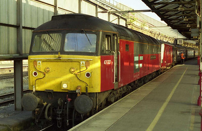 Early the next morning 47727 'Duke of Edinburgh's Award' waits to be detached from 1A13 0546 Holyhead - Euston at Crewe (28/07/2001)