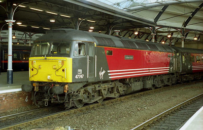 47747 'Graham Farish' waits to depart from Newcastle with the SuO 1V68 1427 to Bristol Temple Meads (22/07/2001)