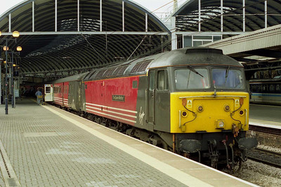 47722 is pictured again on arrival at Newcastle with 1E25.  This turn was actually booked for a HST but the set had failed the previous day, hence the substitution by loco and coaches (05/08/2001)