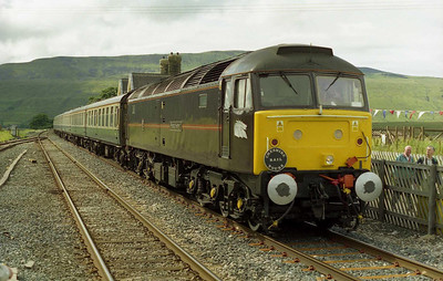 With the sun almost making an appearance, 47799 'Prince Henry' is seen here at the head of the 1500 return leg from Carlisle to Derby during a photo-stop at Ribblehead.The Royal Train loco worked 1Z39 as far as Crewe, where '776 took over for the run back to Derby via Uttoxeter (14/07/2001)