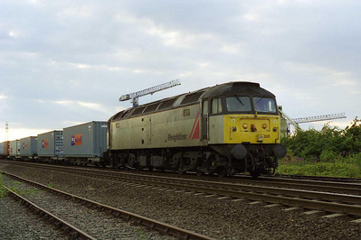 47205 departs from Freightliner's Leeds Terminal with 4O07 2029 Stourton - Southampton (23/07/2001)