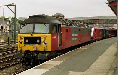 A close-up for 47739 'Resourceful' at Holyhead before working back to Crewe with 1A62. The black-painted headcode panels had apparently appeared overnight... (08/07/2001)
