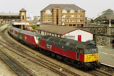 Later that day 47727 is pictured again waiting to head back to Crewe from Holyhead with 1A62 1335 to London Euston (28/07/2001)