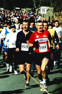 2002 Hatley Castle 8K - Dr. A. leads a throng along the narrow road after the start