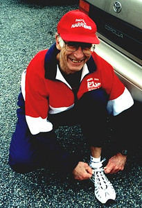 2002 Pioneer 8K - Maurice Tarrant readies for the race