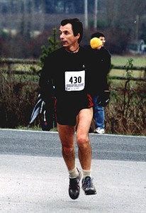 2002 Pioneer 8K - Andy Mehl gets distracted by that stacked blonde near the finish