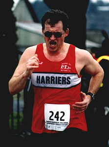 2002 Pioneer 8K - Dr. Thin Terry Turcotte shaves 8 minutes off his last 8K time!!!