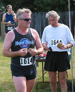 2002 Sidney Days 5K - Hard rockin' Randy Jones is so cool, people are in awe