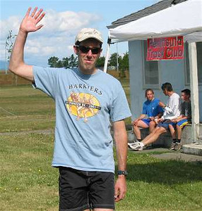 2002 Sidney Days 5K - Sandy waves to photographer Walter Cantwell after winning the master's race