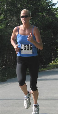 2002 Sidney Days 5K - Laura Reback was 2nd in the women's race
