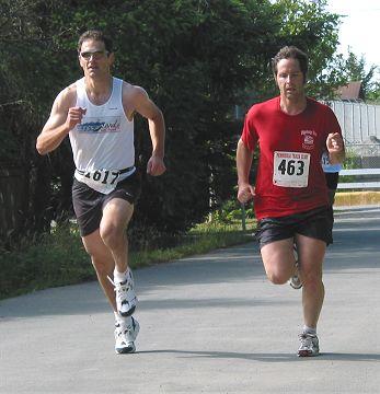 2002 Sidney Days 5K - Wayne Lackner about to annihilate Sylvan Smyth in the sprint