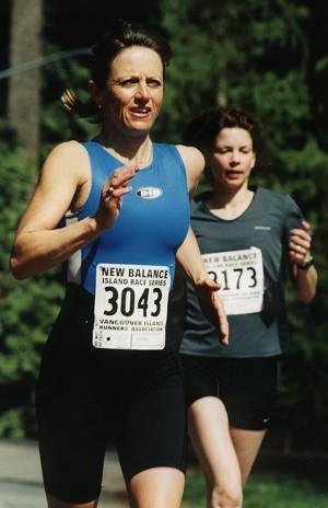 2002 Sooke River 10K - Two fast women
