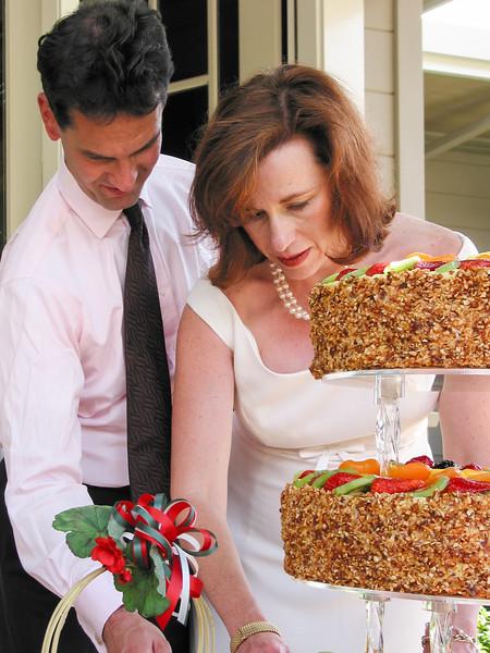 Chip and Caroline cutting cake