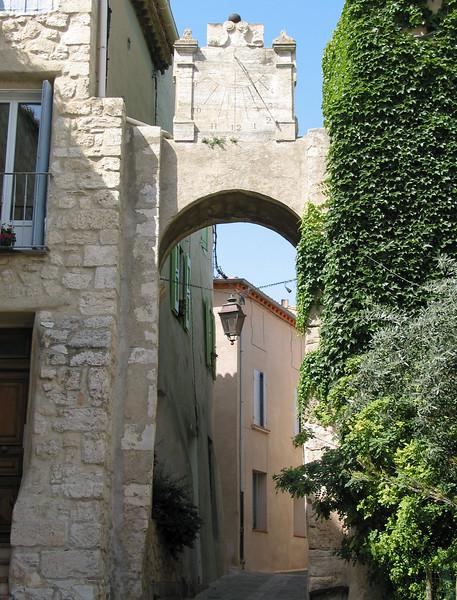 A sundial gate (11th century)