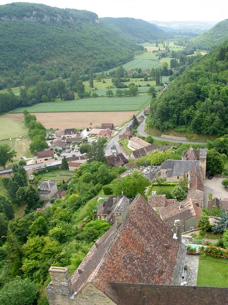 Beyond the castle walls, the Céou river valley