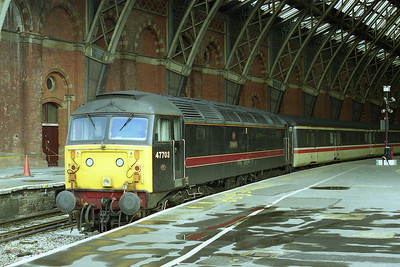 47703 'Hermes' awaits departure from London St Pancras with 1F48 1730 to Sheffield. The locos were on a 2-day cycle which consisted of 1B19 0932 Nottingham-St Pancras, top-and-tailed ecs movements to and from Cricklewood, and then 1F48 the next day (24/05/2002)