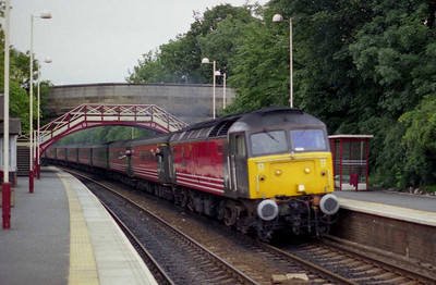 20 minutes later 47805 is seen storming through Garforth with '1S41'. Racing trains isn't fun (even with the stop at Leeds) and my plus was 'seconds' rather than 'minutes' so apologies for the slight lack of composure about these images... (11/08/2002)
