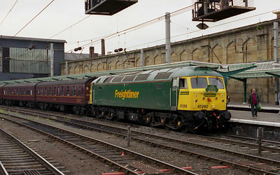 It transpired that Fragonset had no spare peds (sorry, '31s') that weekend, and with the 'shoves' in various states of disrepair, West Coast had turned to Freightliner to solve the traction crisis. The immaculate 47292 awaits departure from Carlisle with the return 1Z61 1638 to Llandudno Junction (10/08/2002)