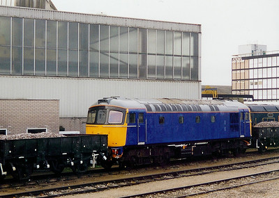 33 0XX at Derby RTC on 28th November 2003