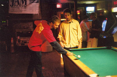 Thistle plays pool
