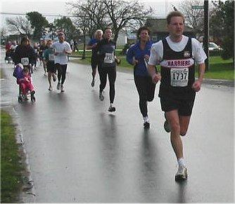 2003 Bazan Bay 5K - Mike Abernethy chased by some speedy women