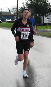 2003 Bazan Bay 5K - Hillerie Denning trying to catch Laura Leno