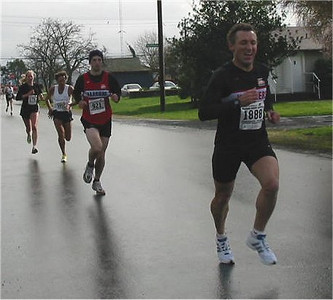 2003 Bazan Bay 5K - Rui finishes just in front of Adam Lawrence