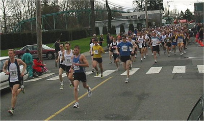 2003 Comox Valley Half Marathon - Start Scene 1 - Brodie leads