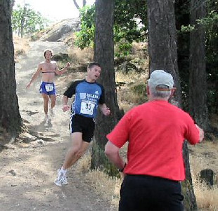 2003 Gutbuster Mount Doug - Cliff Kennell leads Ruari after the first climb