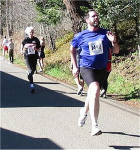 2003 Hatley Castle 8K - Bob Sackett gets INCREDIBLE air as he outsprints Sandy Anderson