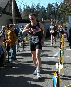 2003 Hatley Castle 8K - Rui Batista checks his time