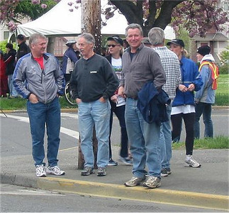 2003 Times-Colonist 10K - The Harriers' course setup crew - Jones, McKay, Meadows, Gregory (back turned)