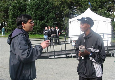 2003 Times-Colonist 10K - Winner Samuel Karanja with Cleve Dheensaw of the TC