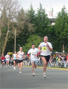 2003 Times-Colonist 10K - Tim Hanley leads a fast pack home