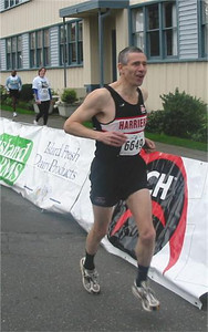 2003 Times-Colonist 10K - Bob Flindell's in a good mood before the start