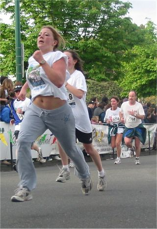 2003 Times-Colonist 10K - A runner models some new Brittney Spears athletic wear