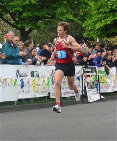 2003 Times-Colonist 10K - Jim Finlayson powers to the line