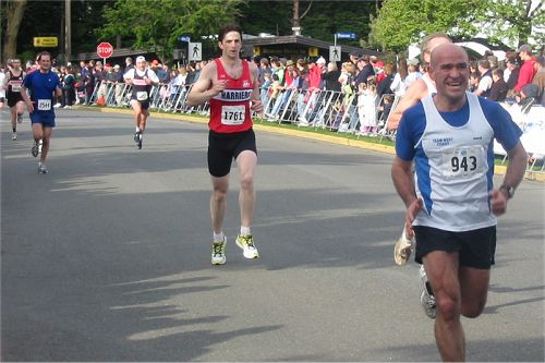 2003 Times-Colonist 10K - An epic kick from John Botelho, with Adam Lawrence and other Harriers close behind