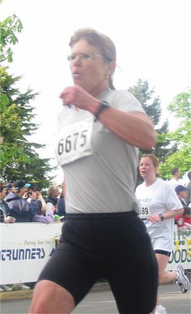 2003 Times-Colonist 10K - Susan Denny whistles past the camera