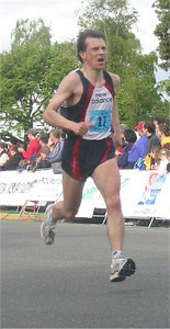 2003 Times-Colonist 10K - Kelvin Broad in the home stretch