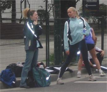 2003 Vancouver Sun Run - Mia Crouch and Liz Ramage