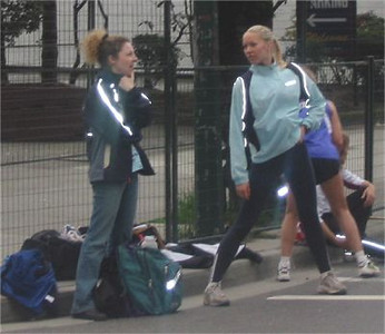 2003 Vancouver Sun Run - Mia Crouch and Liz Ramage