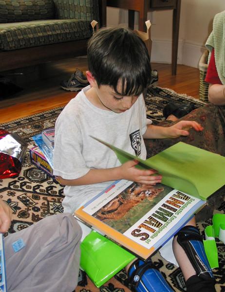 Benjamin admiring presents: an animal book