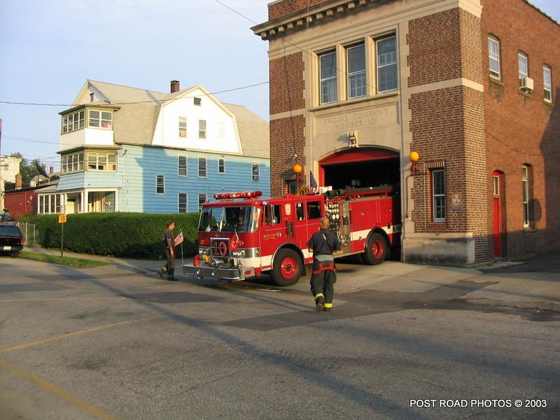 20030714-bridgeport-connecticut-fire-department-ladder-10-putnam-street-005