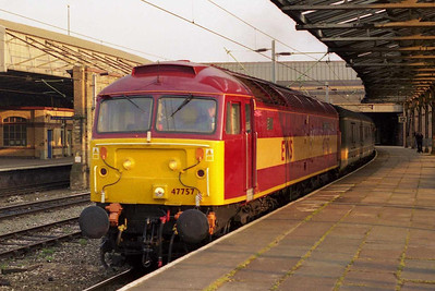 On the second of its two round trips, 47757 is seen again at Crewe later that evening with the return 1D82 1721 Birmingham-Holyhead (12/04/2003)