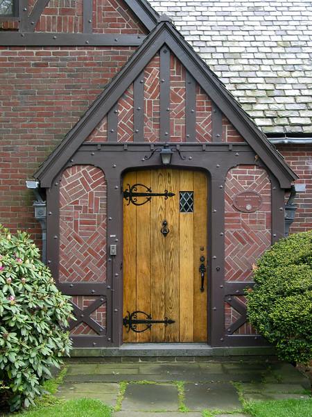 Picturesque 1929 house, entrance