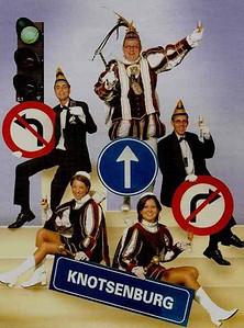 Kabinet Prins Jaap den Eerste (Lamers). Van links naar rechts: Adjudant Marcel van Haaren, Page Ellis van Gent, Prins Jaap den Eerste, Page Janneke Teurlings en Adjudant Remco Koolen